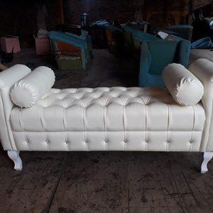 Sofa Stool Putih Mewah